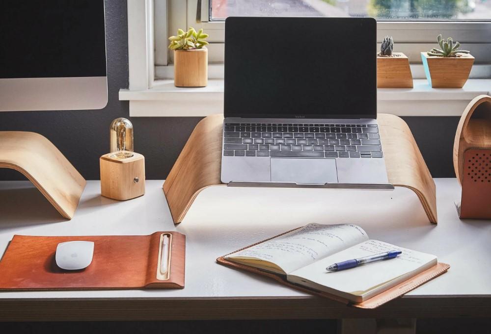 2 места, куда нельзя ставить ноутбук. Вредно для ноутбука и вашего здоровья!