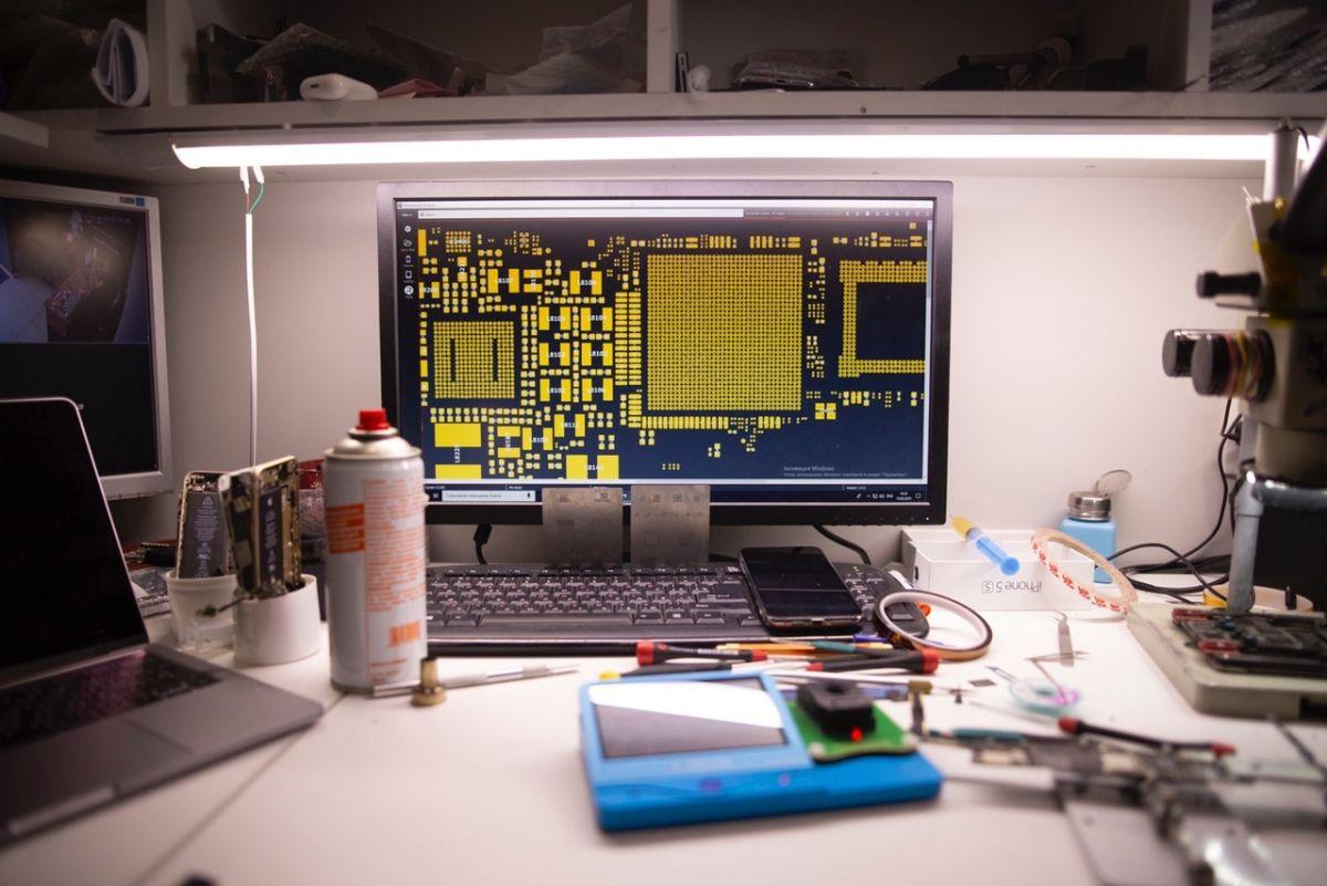 Где научиться ремонтировать телефоны, планшеты и ноутбуки - и открыть ремонт техники на дому