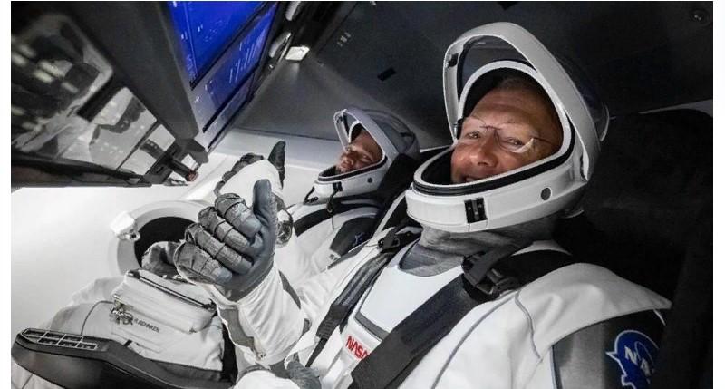 Первая пилотируемая миссия, запущенная частной компанией - Илон Маск запустил корабль на МКС