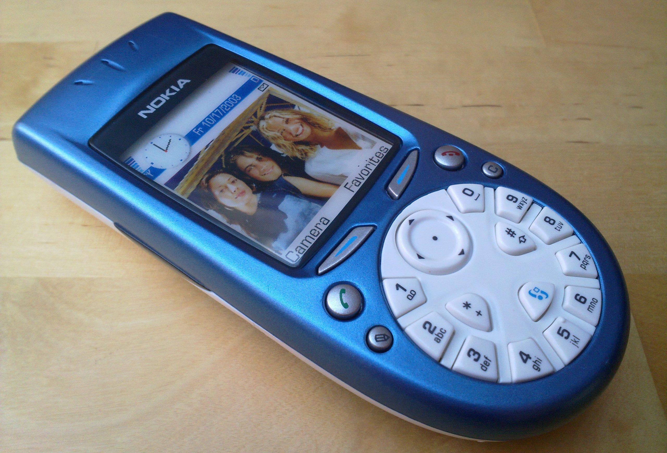 """HMD Global планирует """"воскресить"""" один из самых странных гаджетов — Nokia 3650 18-летней давности"""